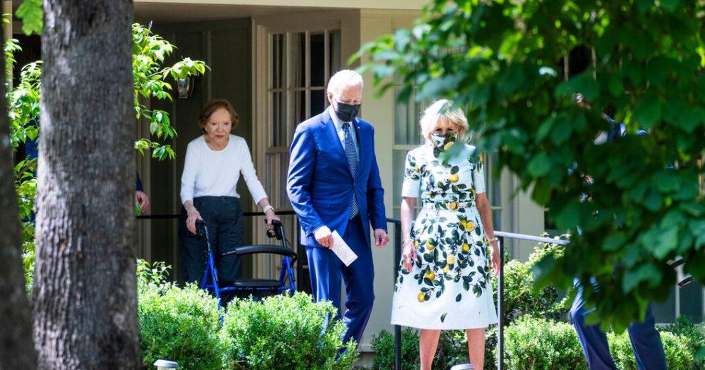 Biden, Georgia, para promover la agenda económica, visita Carter