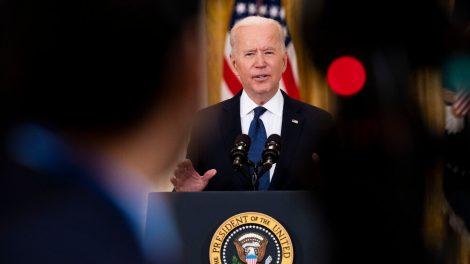 Biden defiende los beneficios por desempleo, siempre que los trabajadores acepten ofertas de trabajo