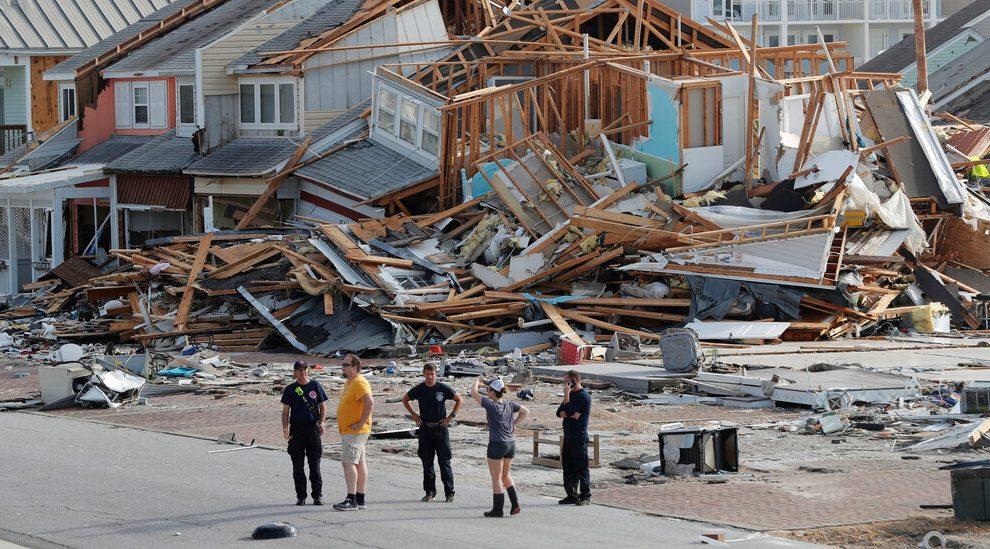 Enfrentando temporadas de huracanes e incendios forestales, FEMA ya está agotada