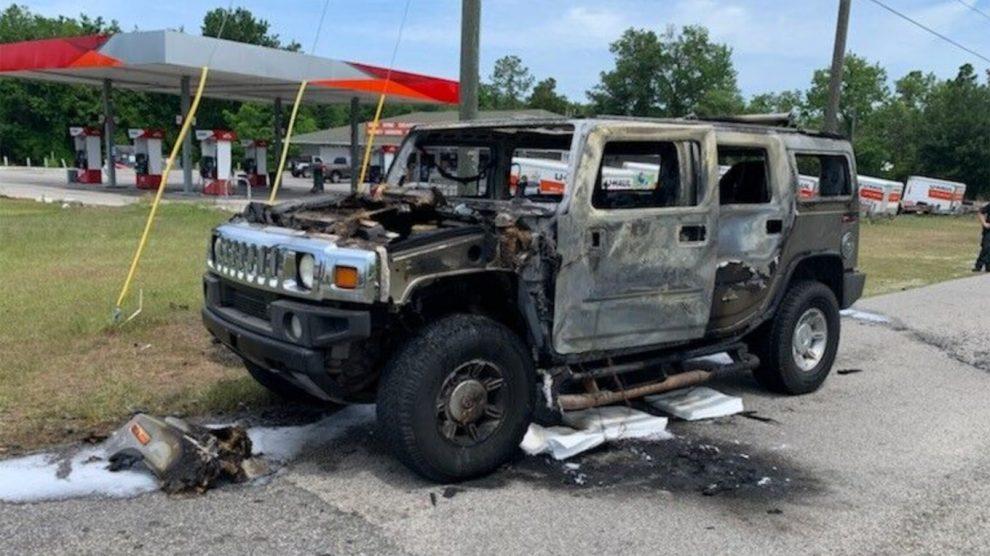 Hummer cargado con gasolina acumulada se enciende en Florida
