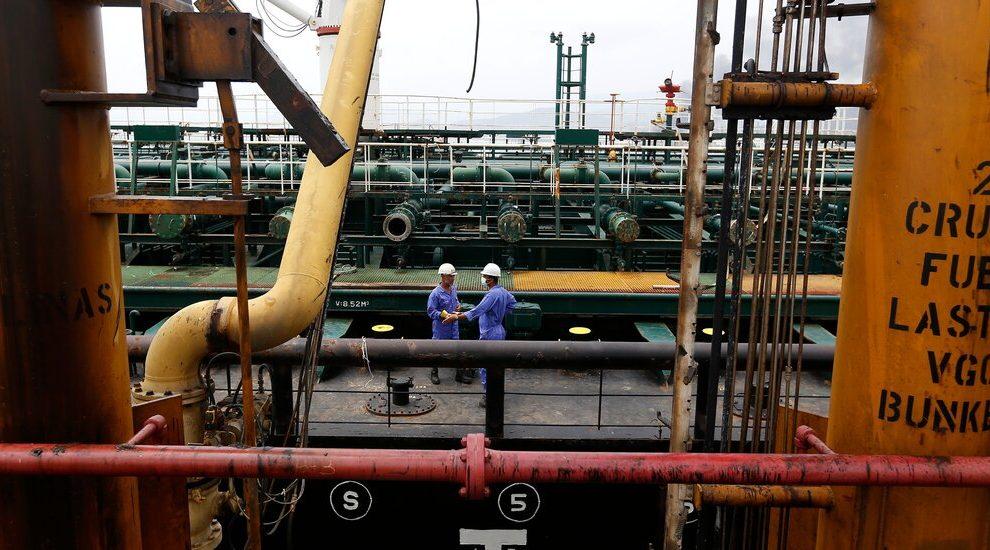Las exportaciones de petróleo de Irán aumentan a medida que EE. UU. Planea regresar al acuerdo nuclear