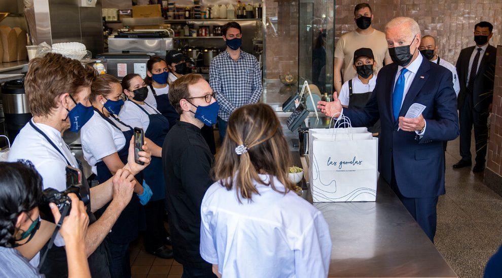 Restaurantes y bares se apresuran a inscribirse en el nuevo programa de ayuda federal