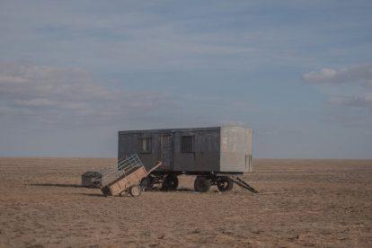 Sobrevivir en aislamiento, donde la estepa se convirtió en arena.