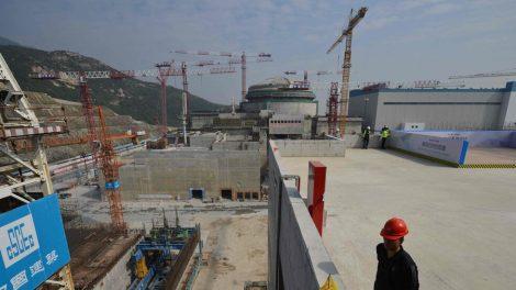 China niega fuga de radiación en un reactor pero admite daños en las barras de combustible