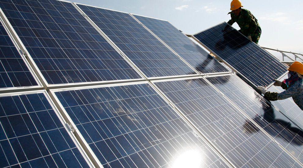 EE.UU. prohíbe las importaciones chinas de materiales de paneles solares vinculados al trabajo forzoso