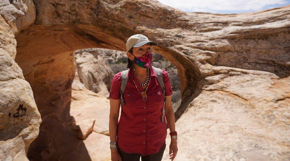 Haaland quiere restaurar las salvaguardias ambientales para tres monumentos nacionales