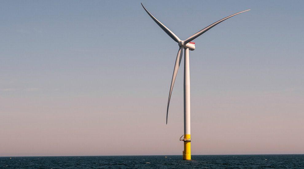 Los parques eólicos marinos muestran lo que enfrenta el plan climático de Biden