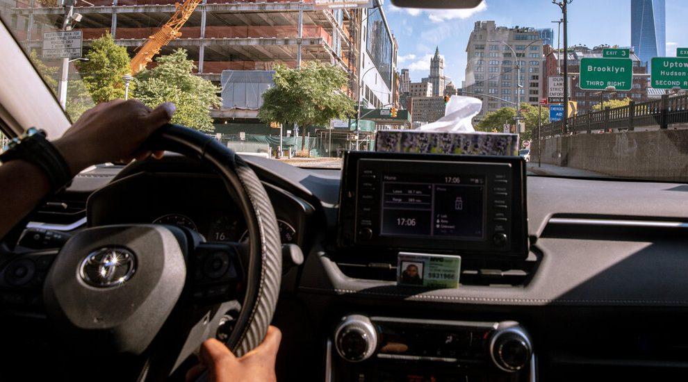 Uber y Lyft intensifican sus esfuerzos para proteger el modelo comercial