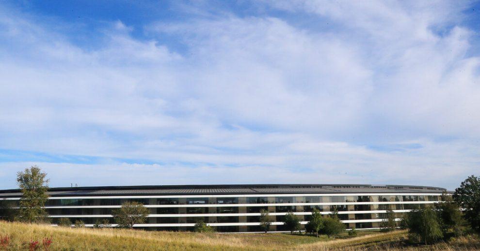 Apple retrasa su regreso a la oficina cuando aumenta la variante Delta.