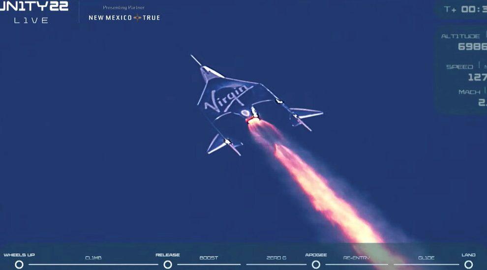 Branson completa el vuelo de Virgin Galactic, con el objetivo de abrir el turismo espacial