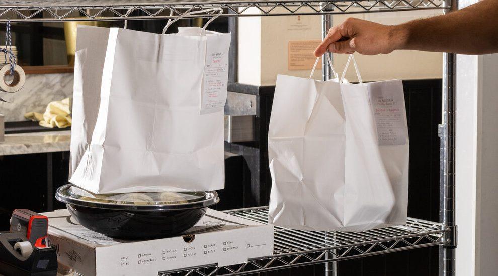 Cómo el negocio de las entregas en restaurantes se mantiene fuerte con el regreso de las comidas en persona