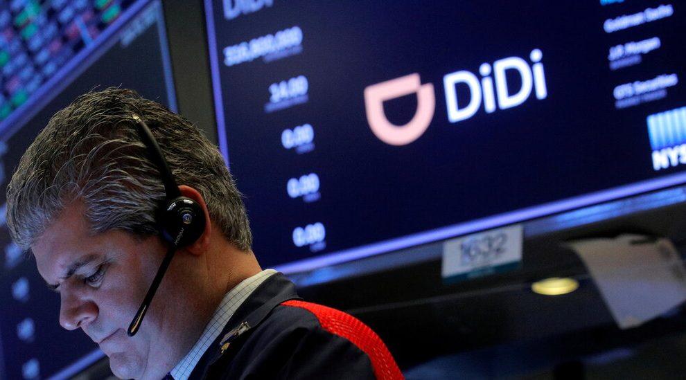 En otro golpe para Didi, China deja de descargar 25 aplicaciones más.