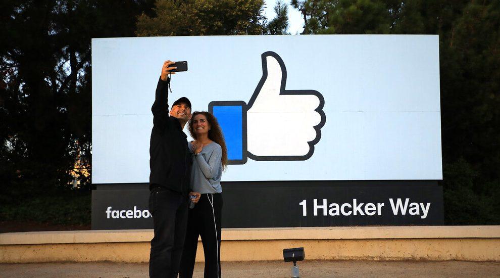 Facebook planea pagar a los creadores mil millones de dólares por usar sus productos.