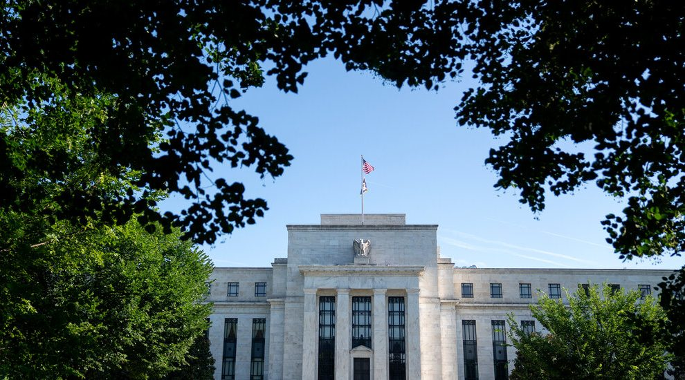 La Fed considera reducir las compras de bonos a medida que crece la economía