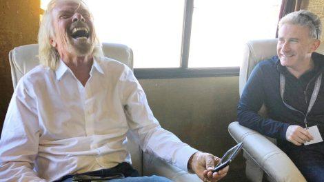 Richard Branson intentará derrotar a Jeff Bezos en el espacio con un vuelo el 11 de julio