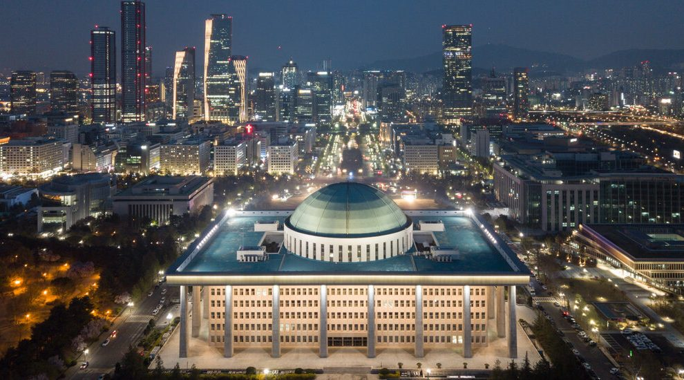La lucha de Apple y Google en Seúl prueba a Biden en Washington