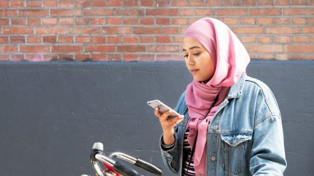 ¿Preocupado por su adolescente en las redes sociales?  Vea cómo ayudar.