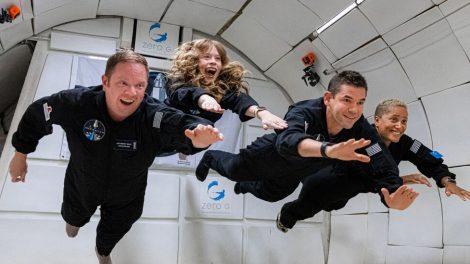Astronautas 'muy ordinarios' se preparan para un lanzamiento espacial extraordinario