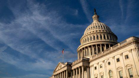 Cámara de Representantes aprueba proyecto de ley de gastos y aumenta el límite de deuda a la oposición republicana