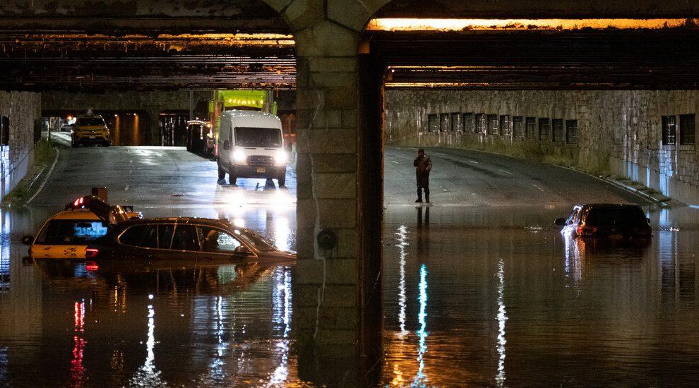 Después de un verano de desastre, algunos legisladores ven una oportunidad para la acción climática