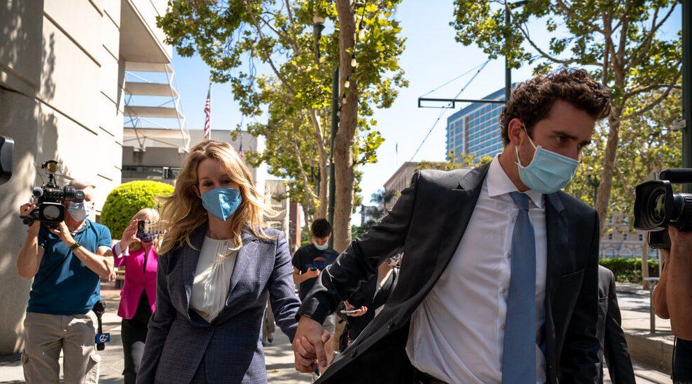 La denunciante de Theranos testificó que estaba alarmada por los análisis de sangre de la compañía.