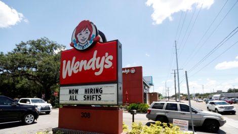 Las ganancias salariales se mantuvieron sólidas en agosto debido a la desaceleración de las contrataciones.