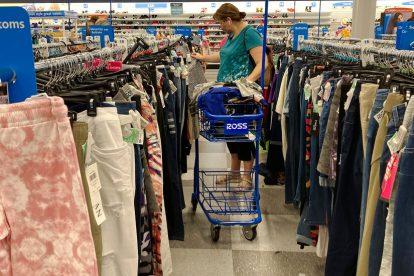 Las ventas minoristas aumentaron en agosto, destacando el gasto desigual del consumidor