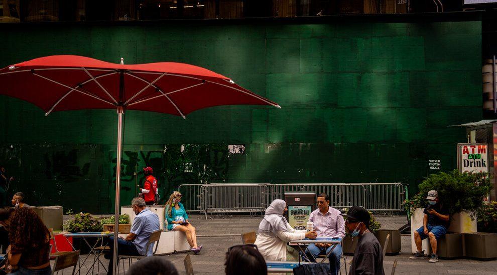 Minoristas reconsideran la destrucción de Manhattan por pandemia - The New York Times